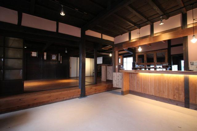 旧壺春堂醫院主屋・土蔵 カフェスペース
